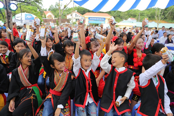 Quỹ sữa Vươn Cao Việt Nam: Nỗ lực để mọi trẻ em đều được uống sữa mỗi ngày