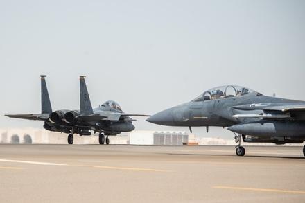 Tiêm kích Mỹ mang tên lửa tới Ảrập Xêút