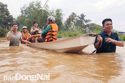 Đồng Nai mưa lớn ngập hàng trăm ngôi nhà, 1 người chết do lũ cuốn