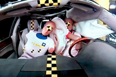 Xe Hyundai và Kia sắp có túi khí mới, nằm giữa người lái và hành khách