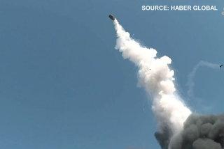 Nổ nhà máy hóa chất, thùng phi vọt lên trời như tên lửa