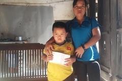 Trao hơn 48 triệu đồng tấm lòng bạn đọc giúp đỡ bé Hồ Văn Tú bị bệnh Thận