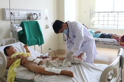 Em bé 8 tuổi ở Bà Rịa-Vũng Tàu bị bánh xe ben cán qua chân, thoát chết kì diệu