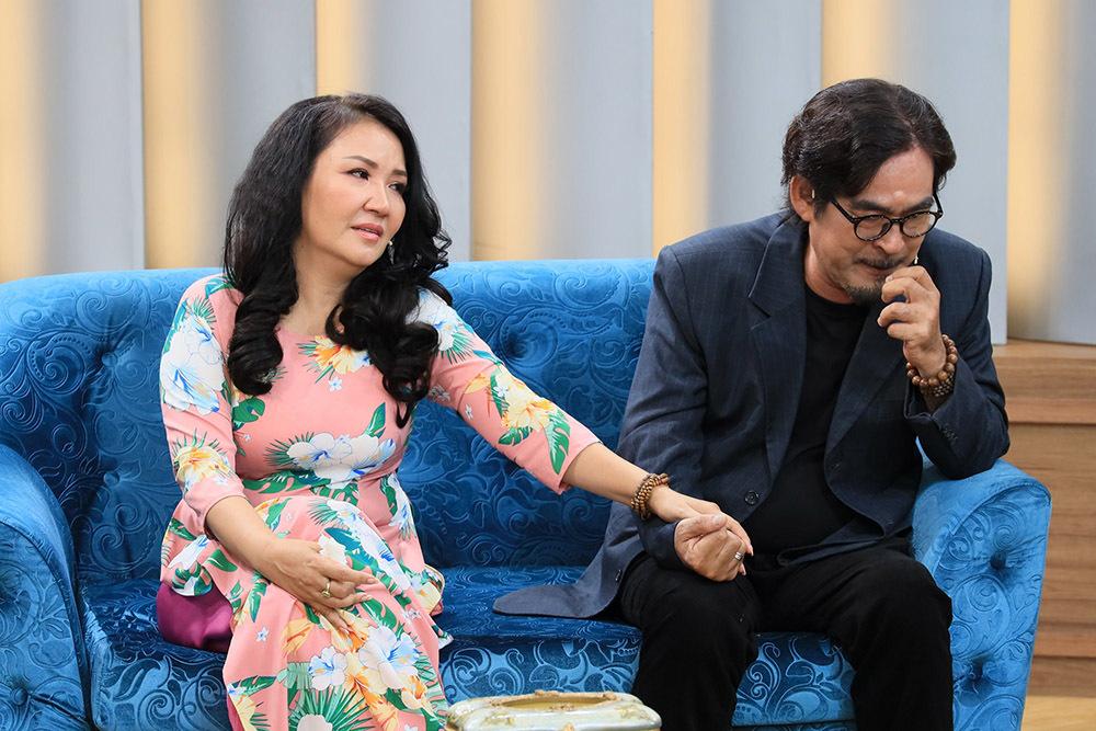 Nữ diễn viên 'Về nhà đi con' bật khóc nói về ước muốn làm đại gia của chồng