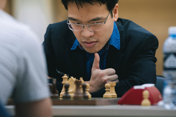Vietnam's top chess player defeats defending European champion at FIDE World Cup