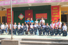 Fubon Life Việt Nam trao 230 suất quà 'chắp cánh ước mơ tuổi thơ'