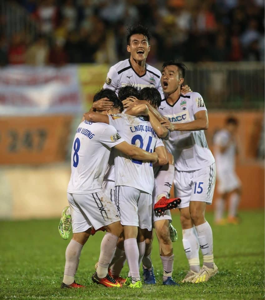 Minh Vương, Văn Toàn giúp HAGL thắng Hải Phòng khó tin