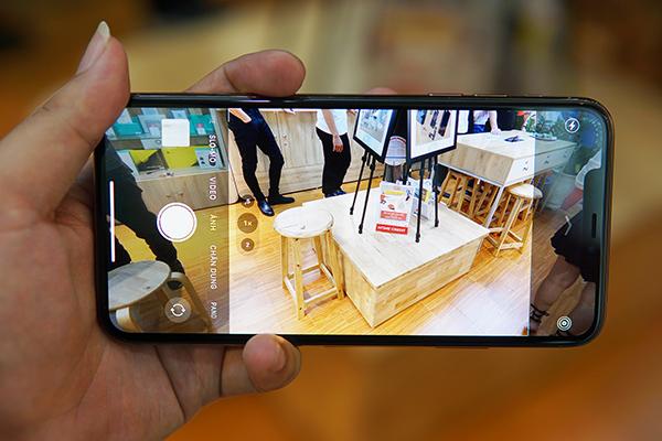 Mở hộp iPhone 11 Pro Max nóng hổi, vừa về thị trường Việt Nam