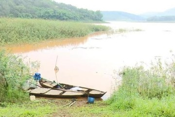 Chèo thuyền ra hồ chơi, 3 nam sinh lớp 9 ở Bình Phước tử vong