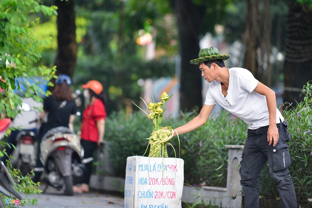 Kiếm tiền triệu mỗi ngày từ lá dừa