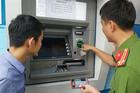 Thủ đoạn rút trộm tiền từ cây ATM của nhóm người Trung Quốc