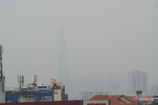Sương mù đặc quánh biến Sài Gòn mờ ảo như Đà Lạt