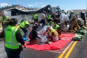 Lật xe chở du khách TQ tại Mỹ, nhiều người thương vong