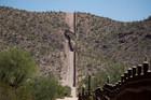 Gần trăm người đột nhập biên giới Mỹ trái phép