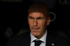 Zidane không sợ bị sa thải, phớt lờ Mourinho