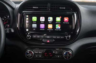Công nghệ giải trí xe Hàn đã đuổi kịp xe Đức?