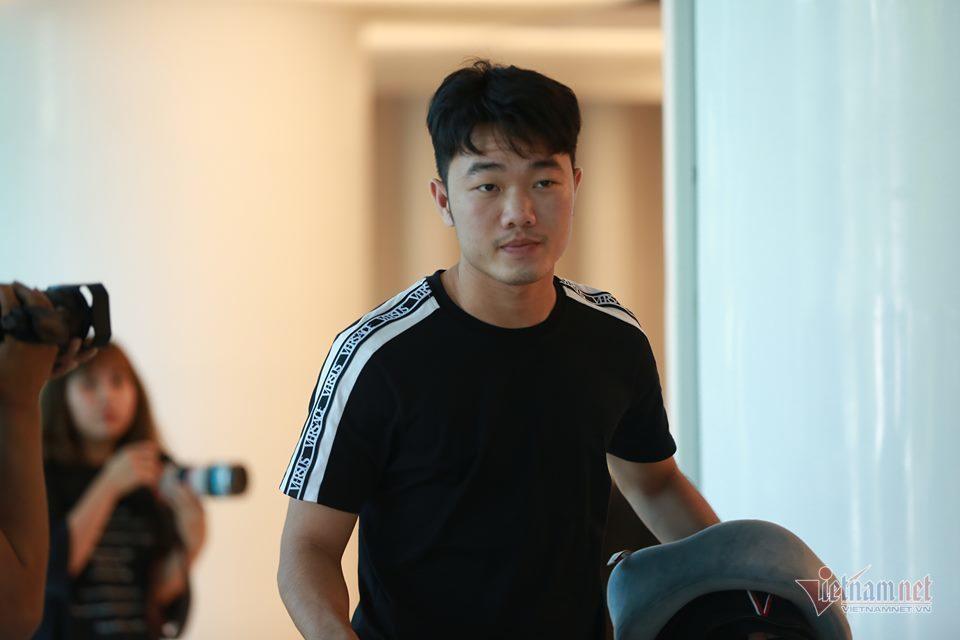Tuyển Việt Nam rộn ràng hội quân chờ đấu Malaysia