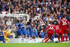 Chelsea 0-1 Liverpool: Alexander-Arnold đá phạt cực đỉnh (H1)