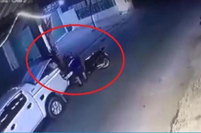 Dùng xe bán tải thản nhiên trộm Honda SH