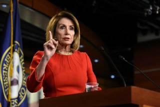 Chủ tịch Hạ viện Mỹ đe dọa ông Trump