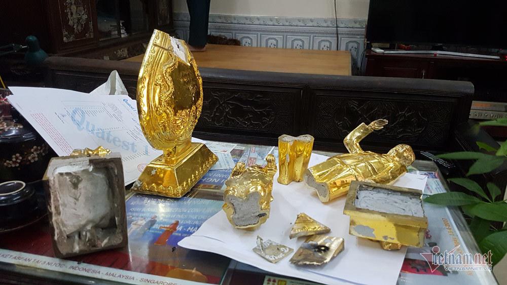 Giám định tượng đồng mạ vàng nhồi xi măng, không có vàng, dùng 12 tạp chất