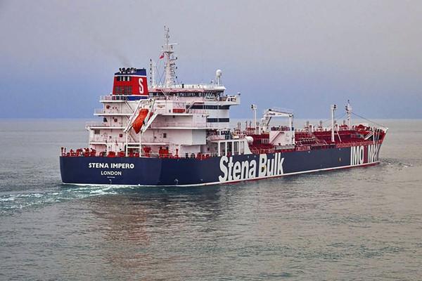 Iran thả tàu dầu Anh sau hai tháng giam giữ