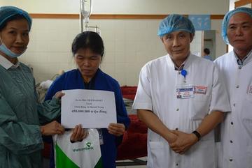 Báo VietNamNet trao 450 triệu cho cô gái đỗ 3 trường ĐH khiến cha mẹ chết lặng
