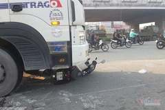 Xe tải 'nuốt' xe máy ở điểm đen Sài Gòn, thanh niên tử nạn, cô gái nguy kịch