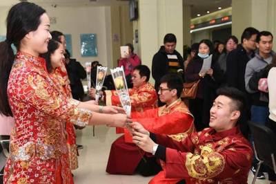 Trai trẻ lập kỷ lục kết hôn, ly hôn hàng chục lần một năm