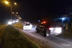 Taxi chặn xe biển xanh trên QL1A ở Quảng Trị, phạt 18 triệu