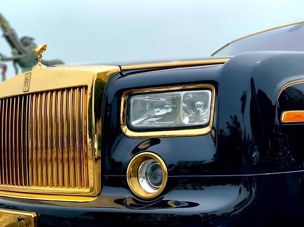 Đại gia Hà Nội bán Rolls-Royce Phantom 10 năm tuổi mạ vàng giá 15,5 tỷ