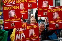 Thủ tướng Anh 'bị xử' ra quyết định trái pháp luật