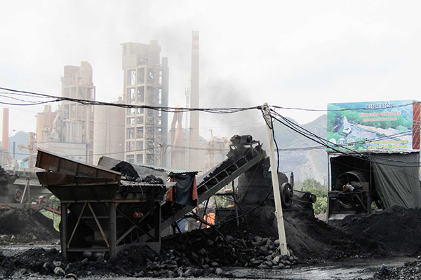 Pollution caused by coal dust threat Hai Duong's people