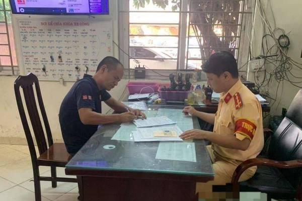 Tước bằng lái tài xế bật nhạc to, không nhường đường cho xe cứu hỏa ở Hà Nội