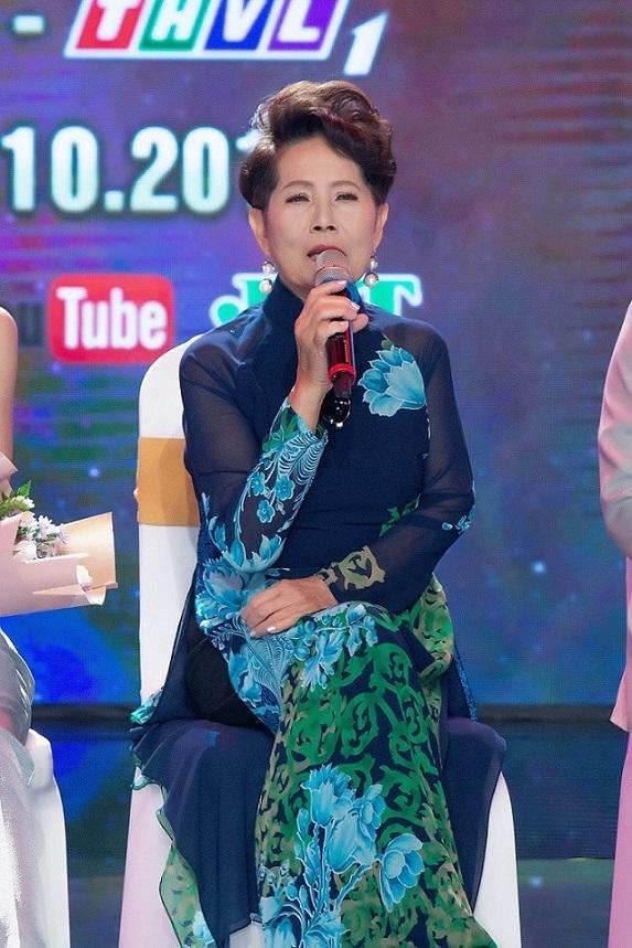 Danh ca Phương Dung phản ứng dữ dội với nghệ sĩ ăn mặc khiêu gợi, phản cảm