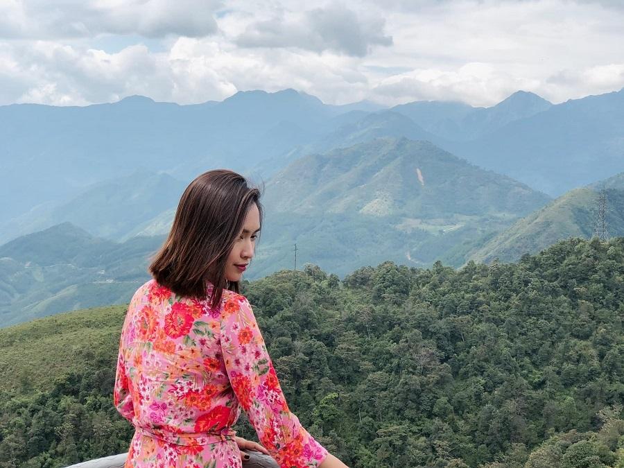 Hà Hồ, Kim Lý ôm hôn nhau thắm thiết trên máy bay