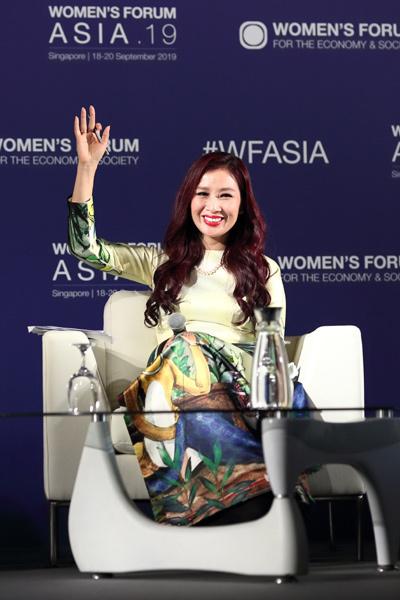 Á hậu Thu Hương,diễn giả
