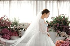 Nhã Phương mặc váy cưới siêu gợi cảm nhưng sao vòng 1 lại kỳ quặc thế này?