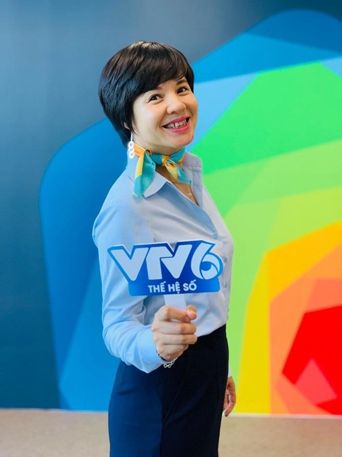 Nhan sắc U50 trẻ ngỡ ngàng của MC VTV từng từ chối về Bộ Ngoại giao