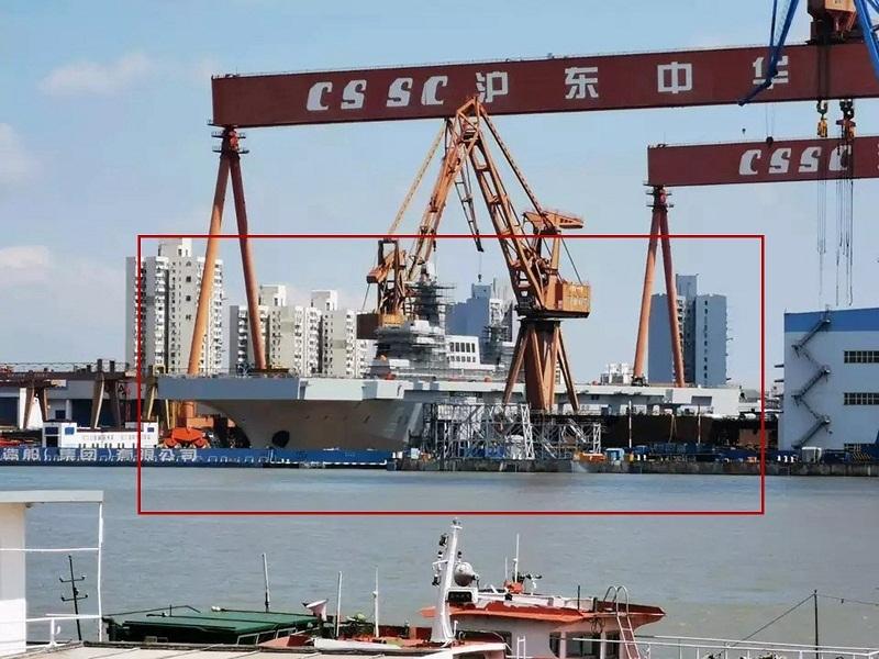 TQ hạ thủy tàu đổ bộ chở hàng chục trực thăng