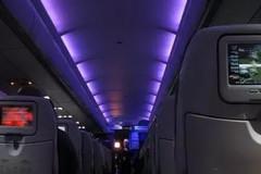 Tại sao máy bay phải tắt đèn khi cất và hạ cánh?