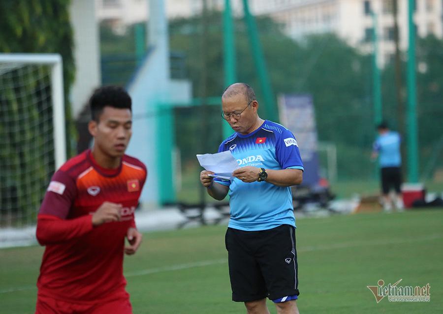 Tuyển Việt Nam đấu Malaysia: Thầy Park rối bời với Công Phượng