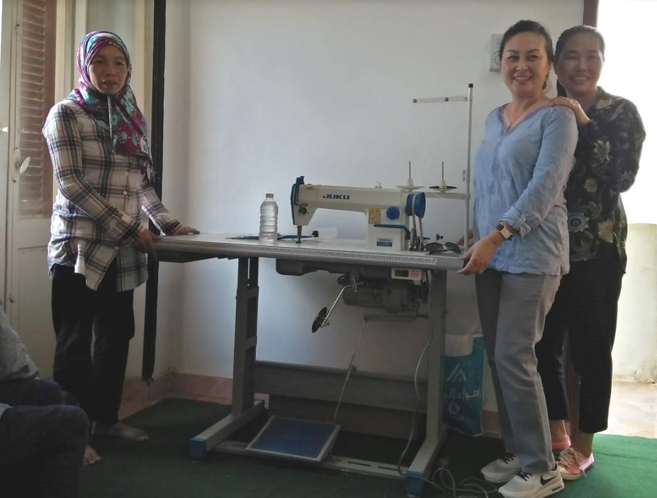 Máy may yêu thương cho góa phụ Việt ở xứ Hồi giáo