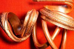 Đào được vòng bằng vàng ròng hình dáng kỳ lạ 1.700 tuổi