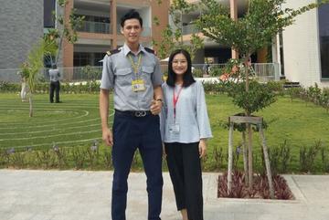 Bảo vệ cao 1,84 m và các thầy giáo là động lực đến trường của nữ sinh