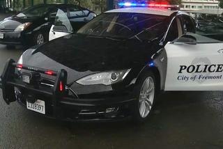 Đang truy đuổi nghi phạm, xe cảnh sát Mỹ… hết pin