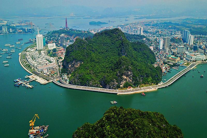 Những công trình bạn không thể bỏ qua khi đến Quảng Ninh