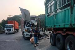 Xe tải đâm đuôi xe đầu kéo, tài xế chết trong cabin