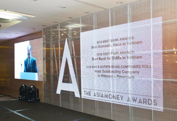 Vietcombank nhận 'hat-trick' giải thưởng từ Asiamoney