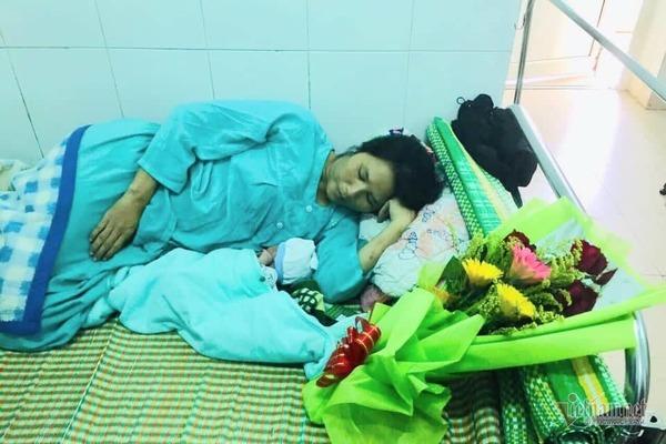 Tài xế taxi Quảng Trị đỡ đẻ ngay trên xe, cứu sống mẹ con sản phụ
